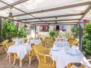 A restaurant or other place to eat at Hotel Ciutat Jardi