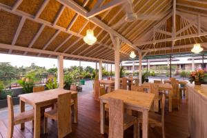 A restaurant or other place to eat at Amerta Seminyak