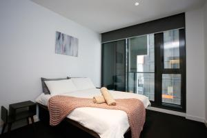 A bed or beds in a room at Immaculate 2BR with 2 Bathroom Private Unit in CBD