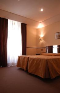 Кровать или кровати в номере Hotel Garda