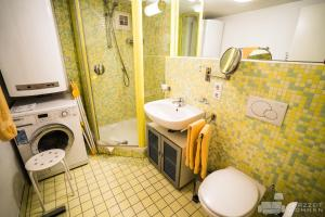 A bathroom at Appartements Steingasse