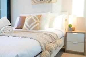 A bed or beds in a room at HugoHome@ Light House