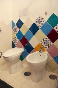 A bathroom at Circus Open Space close to Amalfi coast