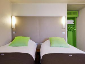 A bed or beds in a room at Campanile Morangis Orly