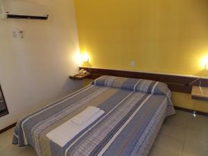 A bed or beds in a room at Pisa Plaza Hotel