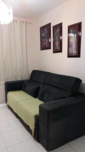 A seating area at Apartamento Próximo à Praia