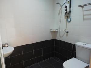 A bathroom at D' Cenang Inn