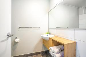 A bathroom at Nightcap at Keysborough Hotel