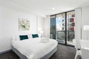 A bed or beds in a room at Corporate Apartments Wollongong