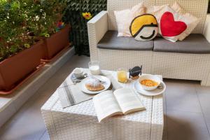 Breakfast options available to guests at La Casa di Luna