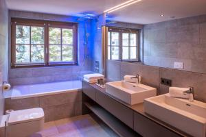 A bathroom at Mountain Spa Residences