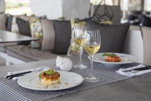 Επιλογές μεσημεριανού ή/και δείπνου για τους επισκέπτες του Poseidon of Paros Hotel & Spa