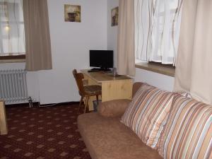 Een TV en/of entertainmentcenter bij Hotel Lambacher