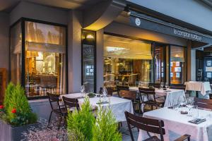 A restaurant or other place to eat at Hotel Le Morgane