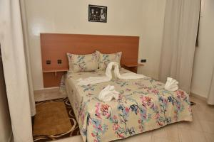A bed or beds in a room at Dar Rafi