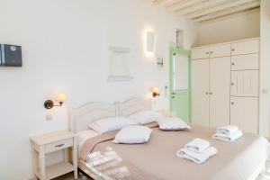 A bed or beds in a room at Anthea Hotel