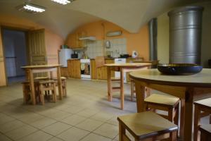 Virtuve vai virtuves aprīkojums naktsmītnē Gārsenes pils