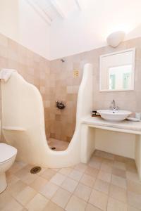 A bathroom at Anthea Hotel