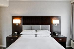 A bed or beds in a room at DoubleTree by Hilton Toronto Downtown