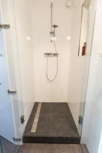 A bathroom at De Hoendervorst