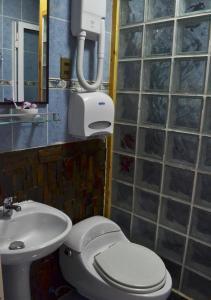 A bathroom at Cabaña Galvarino Puerto Natales
