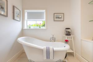 A bathroom at Roseville House - Luxury Accommodation