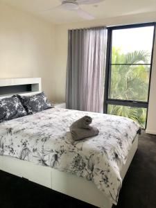 A bed or beds in a room at 3 Bedroom Executive Luxury Beachside Townhouse