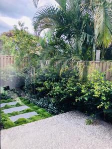 A garden outside 3 Bedroom Executive Luxury Beachside Townhouse