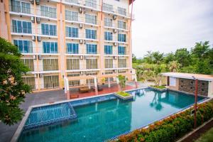 สระว่ายน้ำที่อยู่ใกล้ ๆ หรือใน Kanokan Hotel