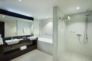 A bathroom at Ramada Resort Dar es Salaam