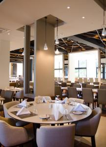A restaurant or other place to eat at Rodon Hotel and Resort