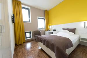 A bed or beds in a room at GZT Das Gästehaus