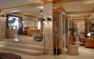 Лобби или стойка регистрации в Grand Hyatt Muscat