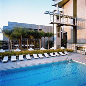 A piscina localizada em Grand Hyatt São Paulo ou nos arredores