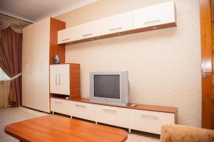 Телевизор и/или развлекательный центр в 2 Rooms Apartment 80 Nezalezhnoi Ukrainy Str. Luxury class. Centre