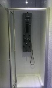 A bathroom at Albergue O Trisquel