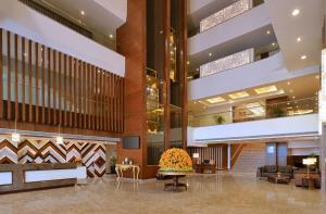 The lobby or reception area at Radisson Chandigarh Zirakpur