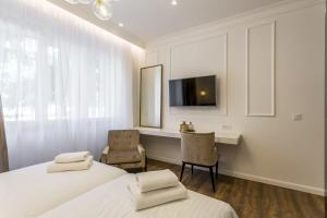 A television and/or entertainment centre at Nephelae Boutique Rooms
