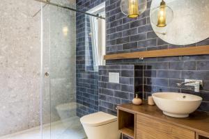 A bathroom at Nephelae Boutique Rooms