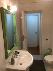Salle de bains dans l'établissement Piazza di Spagna Rome Apartments