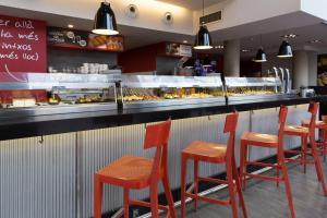 Restaurant ou autre lieu de restauration dans l'établissement 08028 Apartments