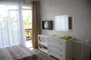 A television and/or entertainment center at Guest House Kapitanskaya Dacha