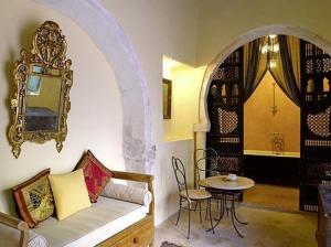 A seating area at Hotel Dar Dhiafa