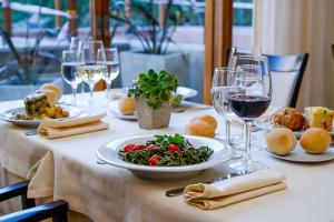 Lunch and/or dinner options for guests at Hotel de la Cañada