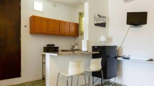 A kitchen or kitchenette at Calle Hollanda 1 Bedroom Home