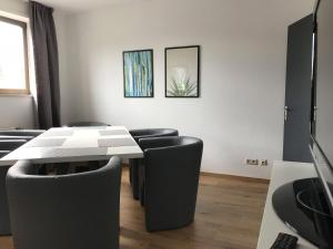 A seating area at Best Apartments