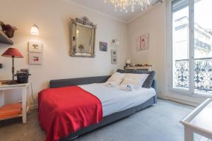 A bed or beds in a room at Appartement Canourgue - Première Conciergerie