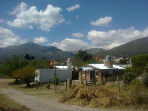 Una imagen general de la montaña o una montaña tomada desde el chalet de montaña