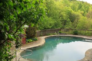 The swimming pool at or near Glasbern Inn