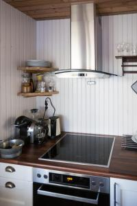 A kitchen or kitchenette at MINI SAKRISØY Apartment